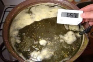 DIY cannabis ointment - maceration stage