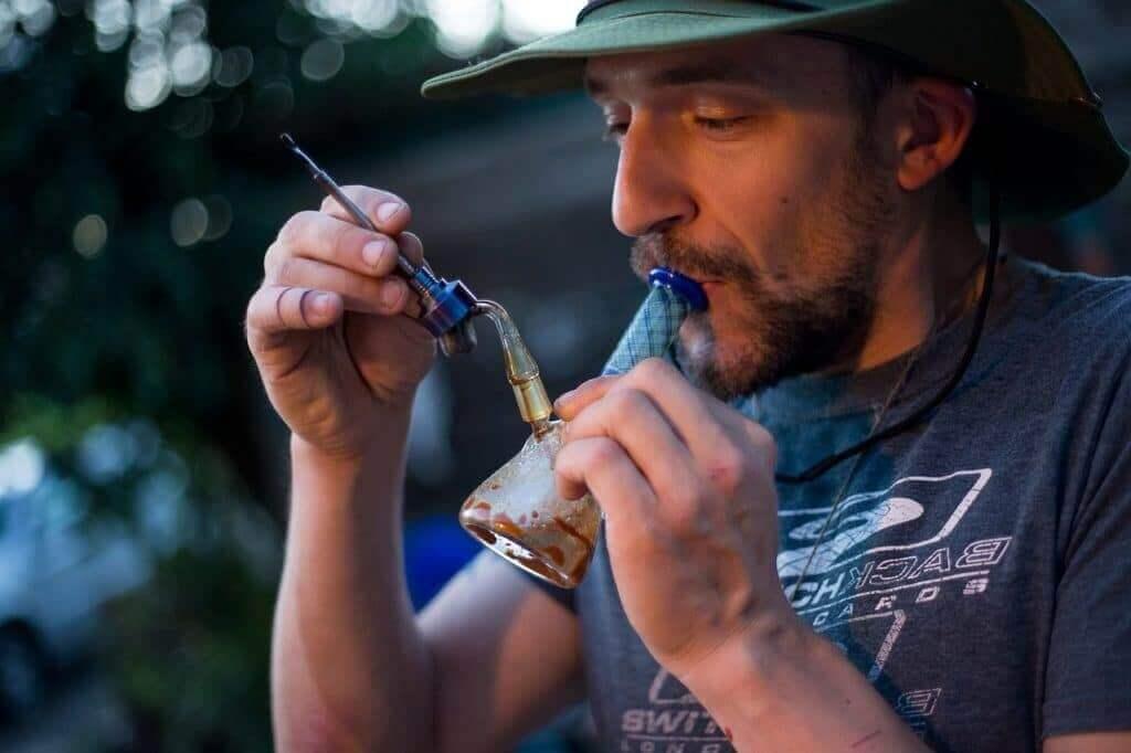 dabbing cannabis rosin